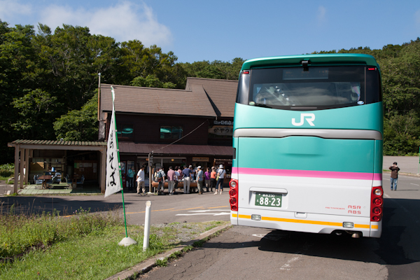 JR-Bus und die Omiyage-Pinkel-Pausenstation