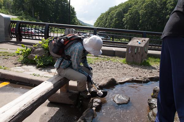 Sukayu: Quelle und Wanderstiefel-Bürsten