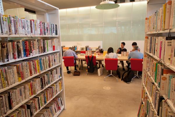 Sendai Mediatheque - Leseplätze 2